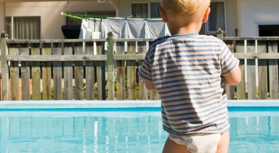 3 TIPS FOR PARENTS TO KEEP KIDS SAFE IN PUBLIC SWIMMING